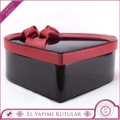 Kırmızı Fiyonglu Siyah Kalp Kutu